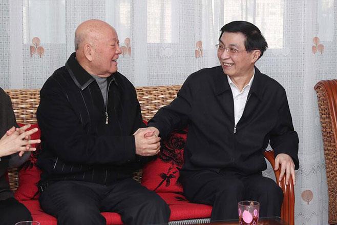 王沪宁看望文化界知名人士和科技专家