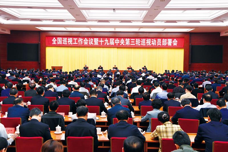 北京大学资深(终身)教授,国务院学位委员会语言文学学科评议组成员,中国现代文学研究会原会长严家炎作报告。