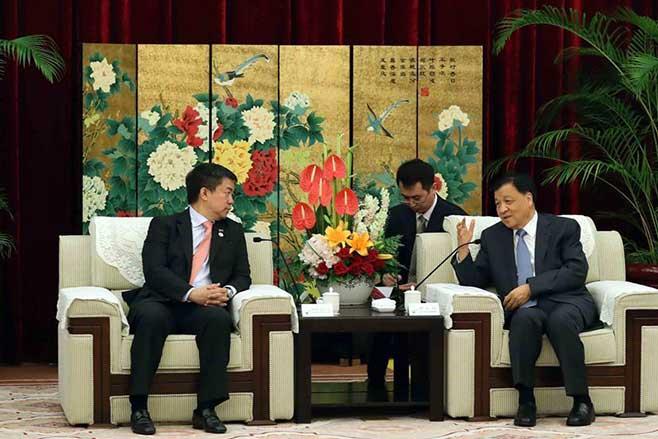刘云山会见出席金砖国家政党、智库和民间社会组织论坛的外方政要