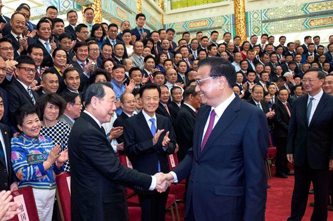 李克强会见世界华侨华人工商大会代表
