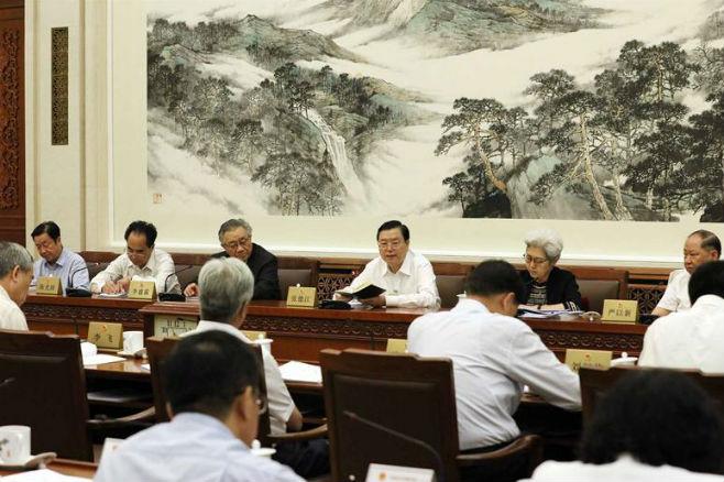 张德江参加十二届全国人大常委会第二十八次会议分组会议审议